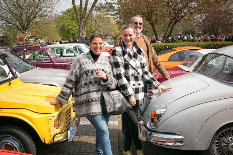 """Guy Van de Weyer uit Melsele, met zijn Jaguar MK II uit 1960: """"Het is pure hypocrisie om de oldtimers te viseren."""""""