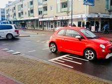 Overstekende fietsster belandt op voorruit van auto in Doetinchem