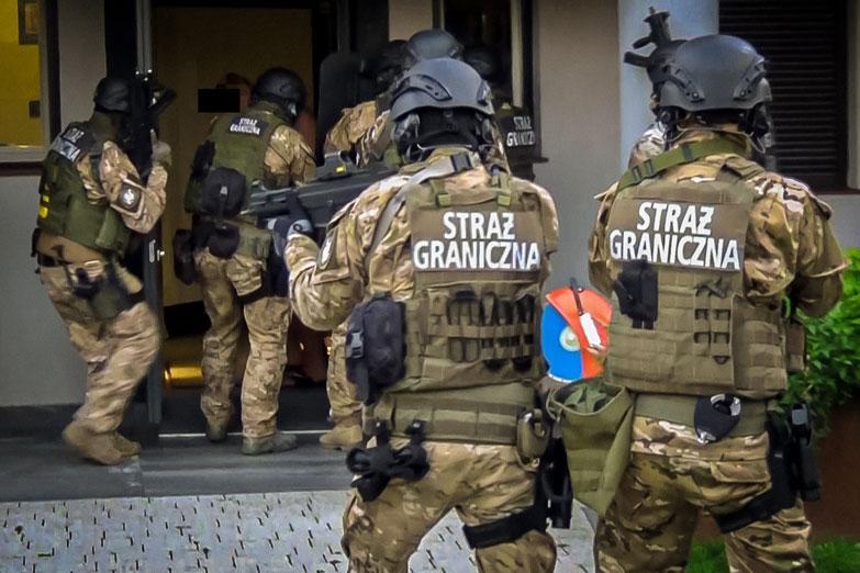 Europol verspreidde deze foto van een van de acties tegen de bende.