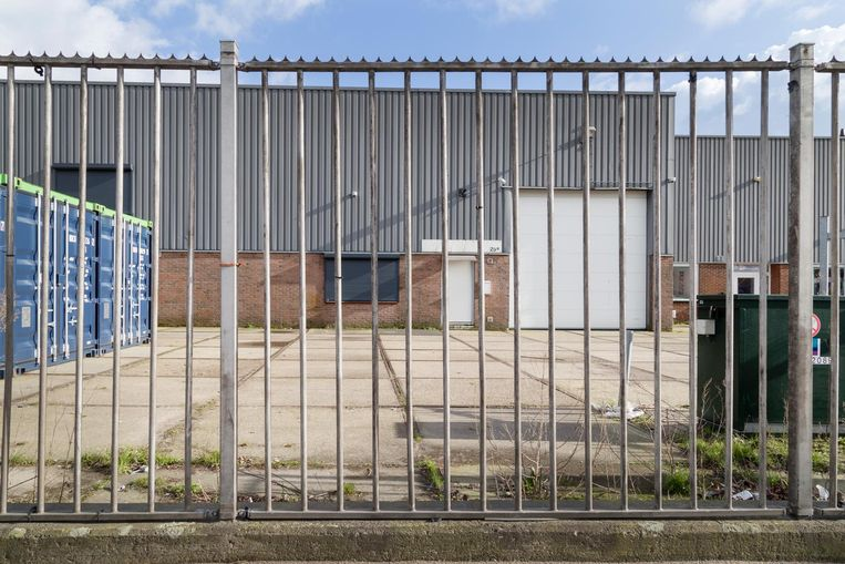 Pand van de voormalige wasserij in Zaandam waar Syrische vluchtelingen zouden zijn uitgebuit. Beeld Pauline Niks