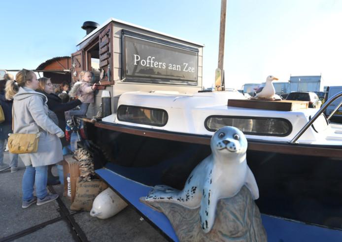 Poffers aan Zee, een verbouwde boot op wielen.