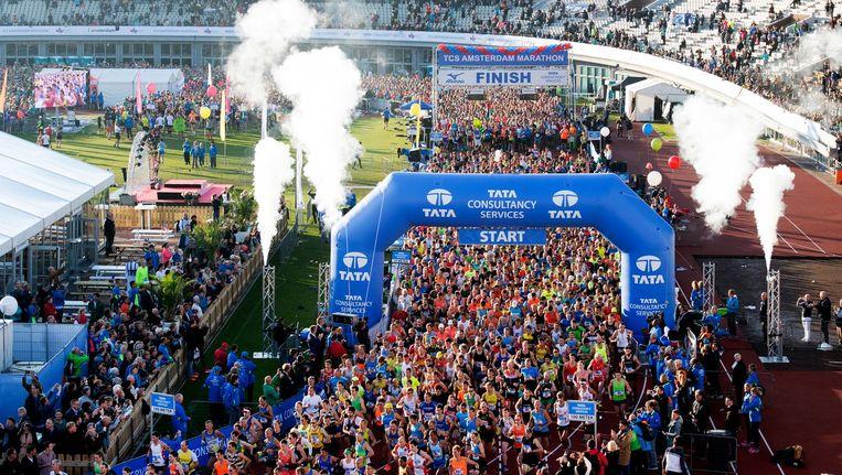 De start van de Amsterdamse marathon in het Olympisch Stadion in 2016. Beeld anp