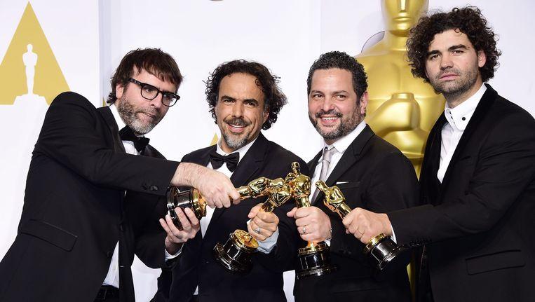 De ploeg van 'Birdman' is dolblij met de Oscar voor beste scenario.