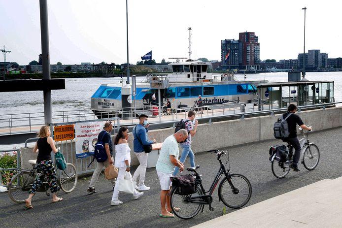 De halte van de Waterbus in Papendrecht
