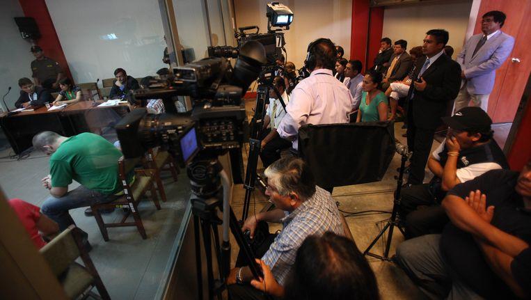 Joran van der Sloot (links, in groen T-shirt) in januari in de rechtbank in Lima, Peru. Beeld AP