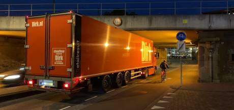 Files door wegafsluiting in Deventer
