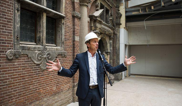 Wim Pijbes geeft een rondleiding door de Philipsvleugel. Beeld anp
