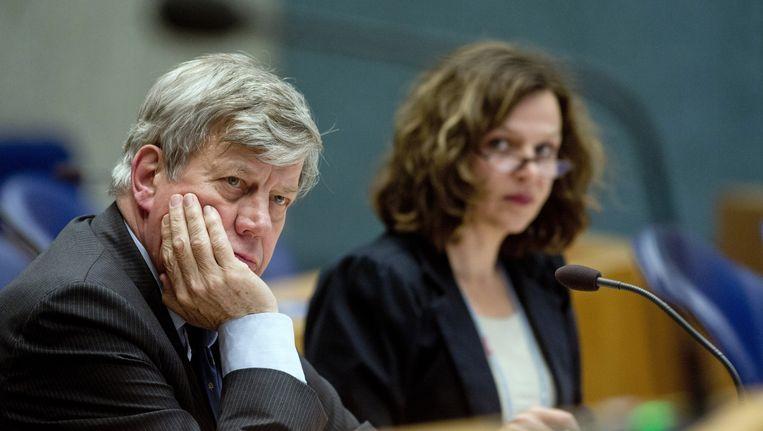 Ministers Opstelten en Schippers tijdens een debat in de Tweede Kamer in juli vorig jaar. Beeld anp