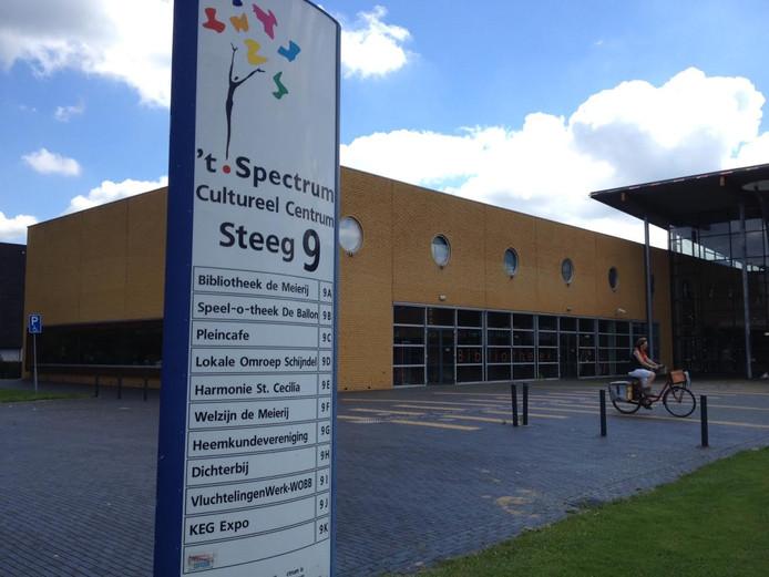 De bibliotheeklocatie van 't Spectrum is een van de plekken waar een podiumvoorziening mogelijk is.