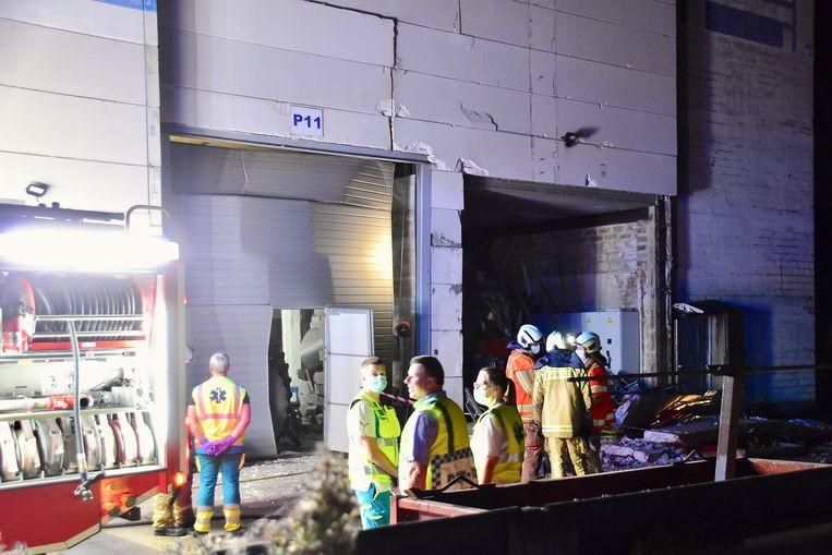 De explosie langs de Veurnseweg in Elverdinge, in het bedrijfje dat gespecialiseerd is in de herstelling van tractorbanden, was ongemeen hevig.