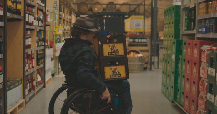 Mari Sanders worstelt in de supermarkt