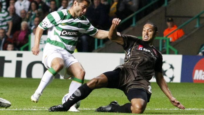 Olfers (r) in actie namens Aalborg tegen Celtic.