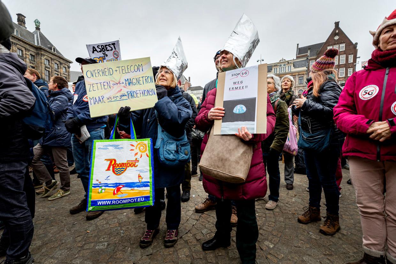 Tegenstanders demonstreren op de Dam tegen 5G.