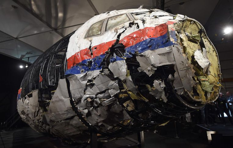 Het in Nederland gereconstrueerde wrak van het Malaysia Airlines-toestel van vlucht MH17. Beeld AFP