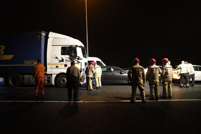 Het ongeluk gebeurde op de A28 tussen knooppunt Hattemerbroek en Zwolle.
