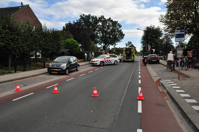 Vrouw gewond na aanrijding in Waalwijk.