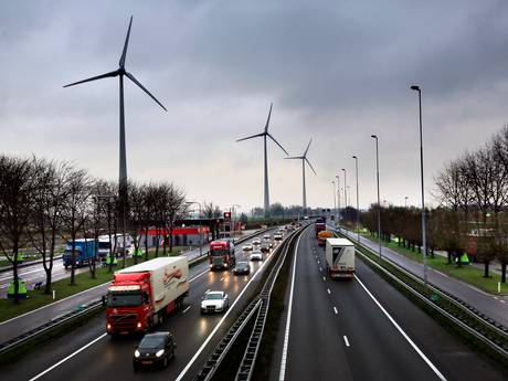 Gelderland: Zet veel windmolens langs onze snelwegen