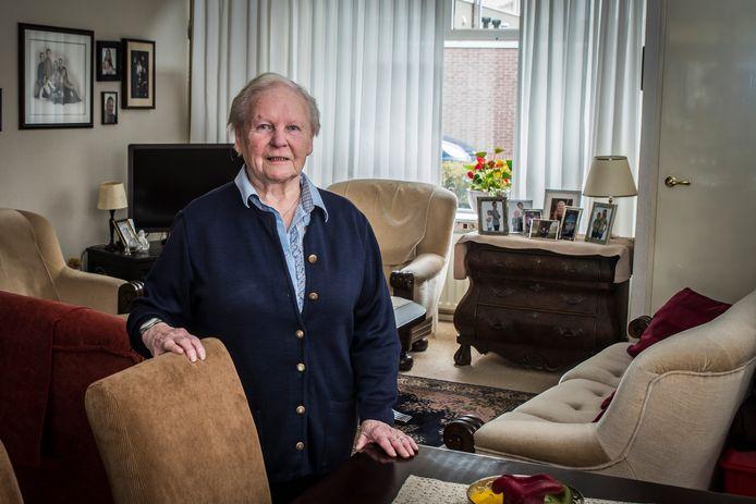 Dinie Lucas in haar geliefde woning in De Riet.