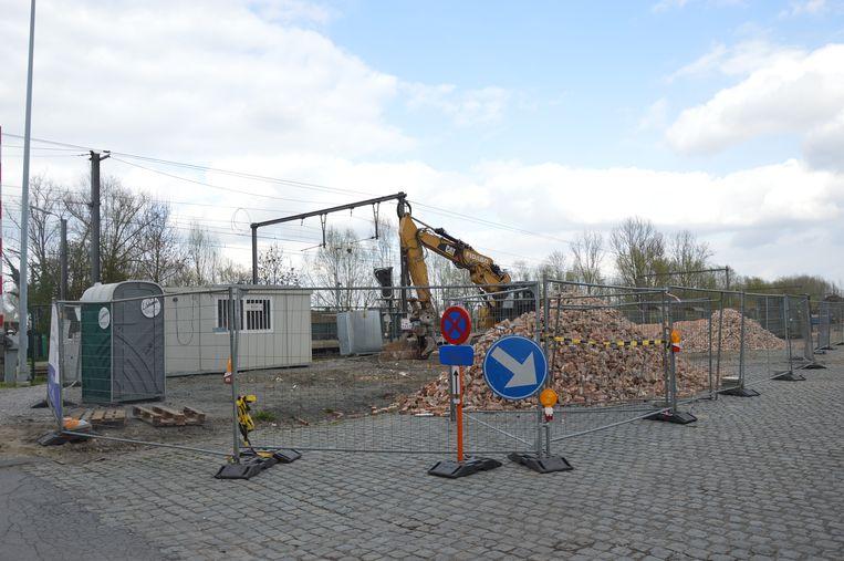 Het stationsgebouw van Ede ligt volledig tegen de vlakte.