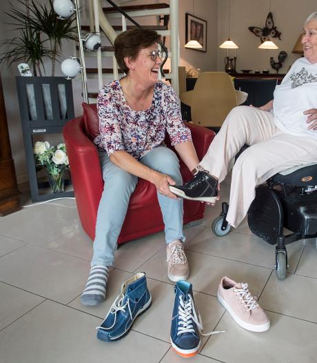 De één draagt links, de ander rechts: Rijense Angèle vindt in Agnes uit Oosterhout het perfecte schoenmaatje