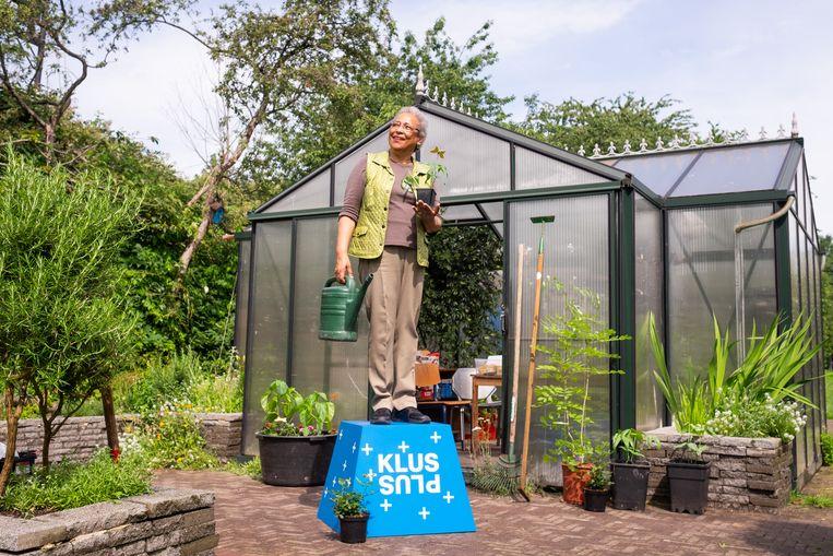 Klusplus verbindt ouderen met een organisatie of bedrijf die hun inzet goed kan gebruiken, om zo het sociale netwerk en daarmee de zingeving voor ouderen te vergroten. Beeld Sabine Rovers