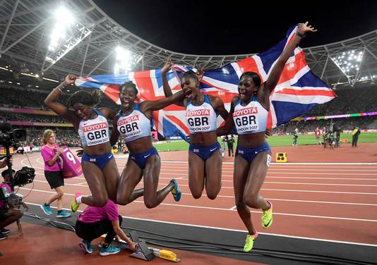Zilver was er voor Asha Philip, Desiree Henry, Dina Asher-Smith en Daryll Neita voor Groot-Brittannië.