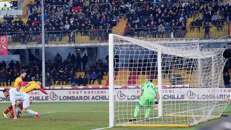 Massimo Codo scoort de enige goal voor Benevento.