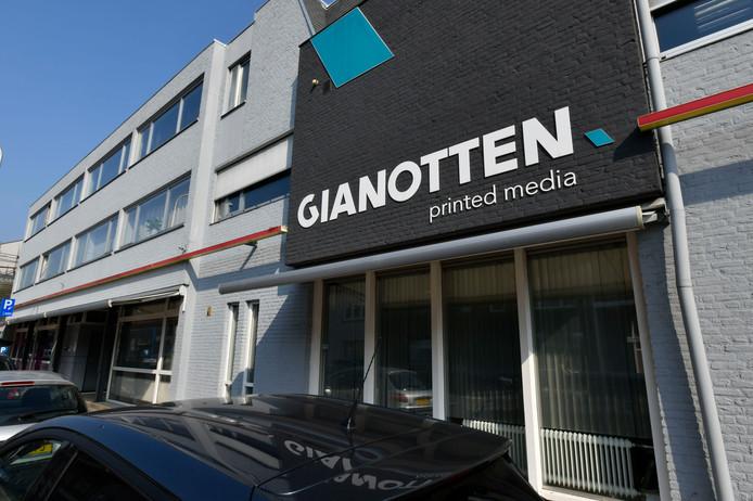 Het pand van Gianotten aan de Bredaseweg in Tilburg.