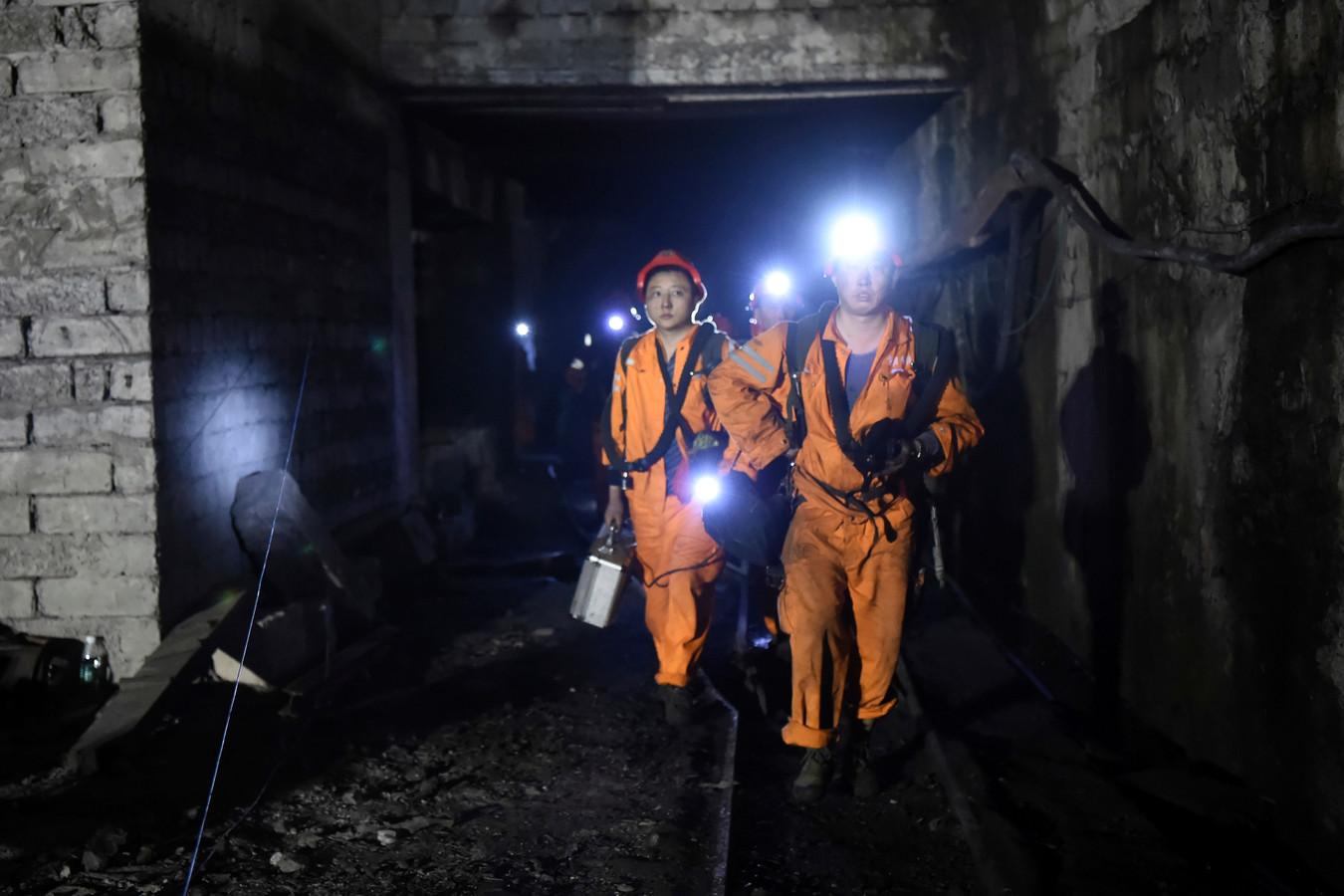 Reddingswerkers bij een kolenmijn in Chongqing. (archieffoto)