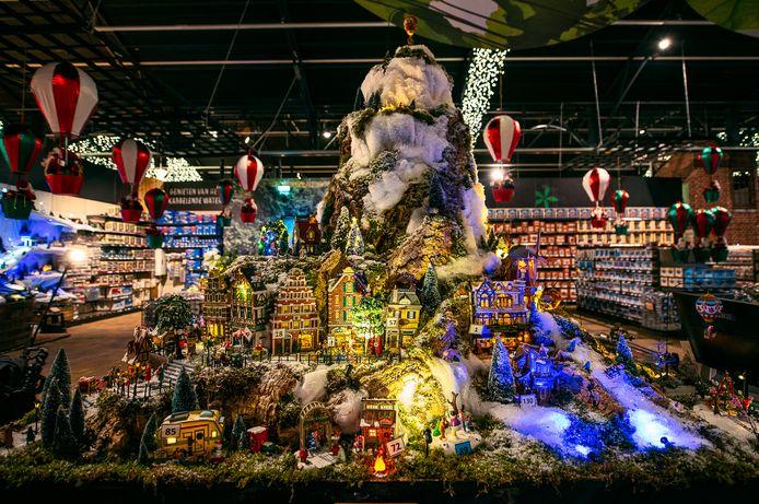 Kerstshows zoals deze bij tuincentrum Leurs in Venlo zijn voor de omzet van de tuinbranche steeds belangrijker.