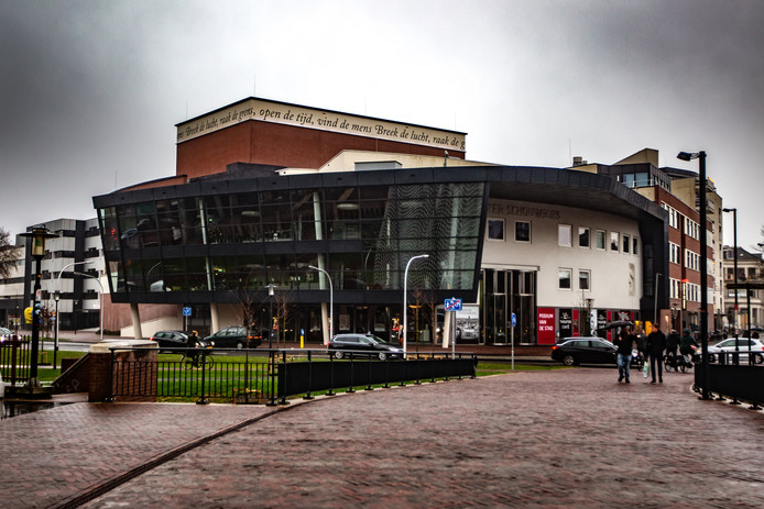 De komst van filmtheater De Viking is een financieel risico voor de Deventer Schouwburg, die toch al in zwaar weer verkeert, concludeert een adviesbureau.