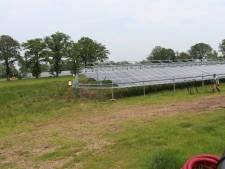 Zonnepark Laarberg met 6.600 zonnepanelen schiet uit de grond