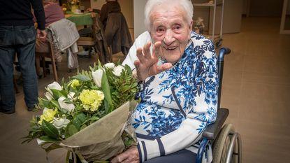"""Hilda is 107: """"Mijn geheim? Hard werken, gezond eten en véél slapen"""""""