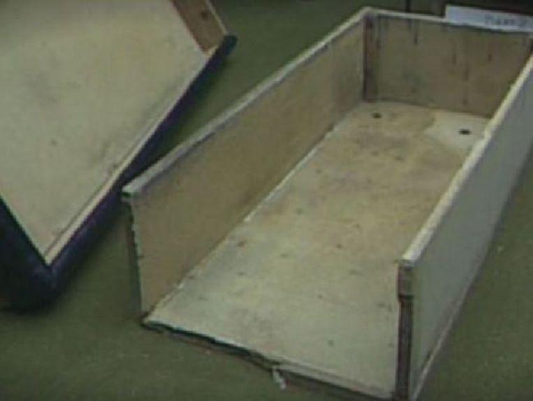 De kist waarin Colleen zeven jaar gevangen gehouden werd.