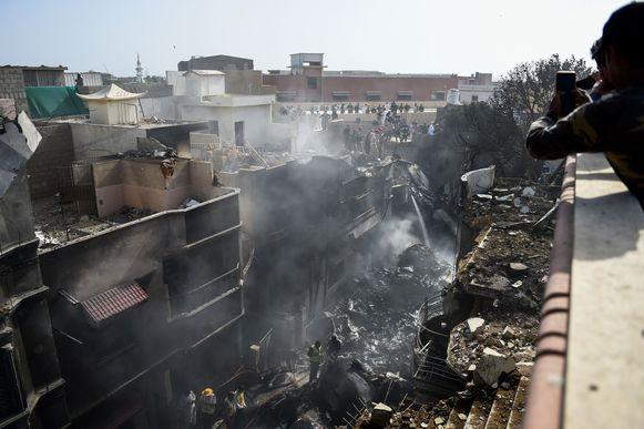 De woonwijk ligt helemaal in puin.