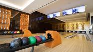Leon (70) geeft 220 bowlingballen gratis weg