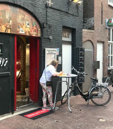 Marcouch gooit twee cafés in Arnhem op slot om negeren coronaregels: 'Ze waren van God los'