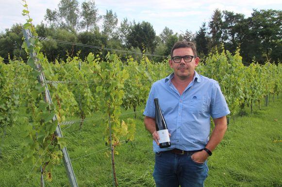 Bart Vanryckeghem in de wijngaard van domein Leeflank in Lede.
