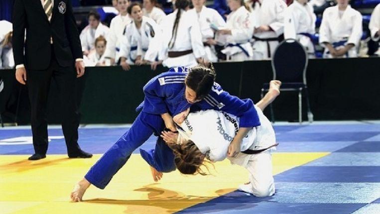 Jorien (14) in blauw wil uiteindelijk naar de Olympische Spelen Beeld Jorien Visser