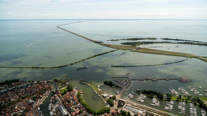 Het IJsselmeer, gezien vanaf Lelystad.