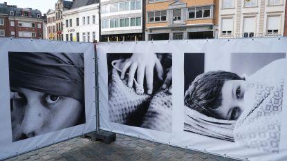 """Foto-expo in hartje Kortrijk plaatst vechters tegen kanker centraal: """"We doorbreken zo taboe"""""""