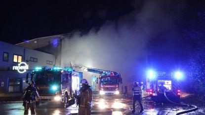 VIDEO: Brandweer hele nacht in de weer bij zware afvalbrand in recyclingbedrijf Renewi