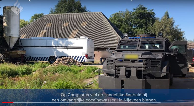 De Nederlandse politie viel op 7 augustus binnen in de boerderij/manege.