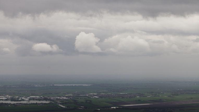 Nederlandse wolkenlucht boven de polders Beeld Peter Lipton