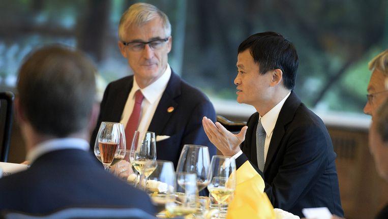 Minister-president Geert Bourgeois tijdens een van de vele meetings in China.