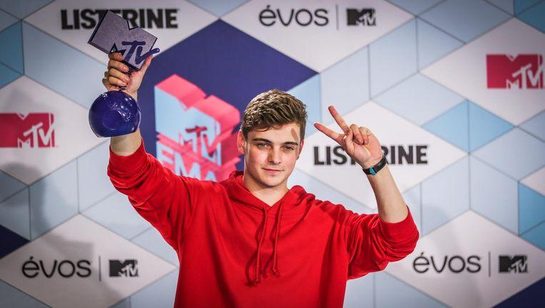 Martin Garrix met een award van de MTV European Music Awards (EMA) bij Ahoy Rotterdam. Beeld anp