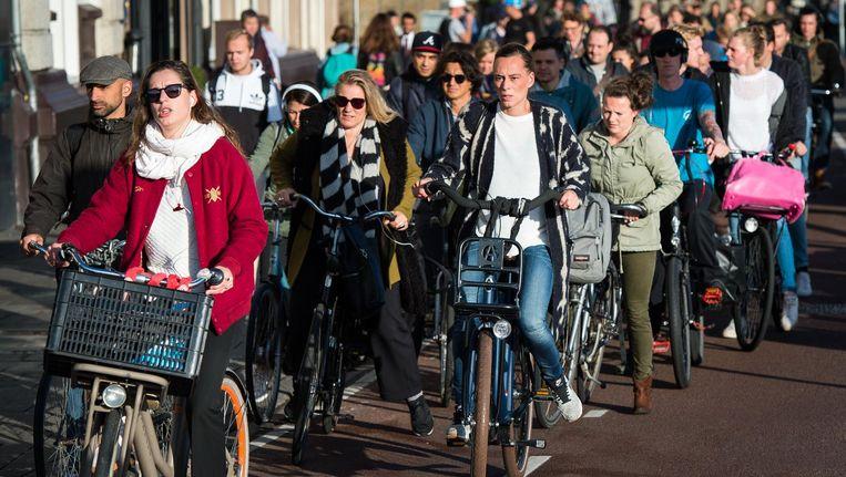 Terwijl het aantal fietsers toeneemt, blijven de fietspaden even smal Beeld Mats van Soolingen
