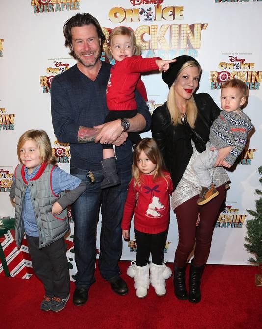 Dean en Tori met hun kinderen in LA, in december 2013.