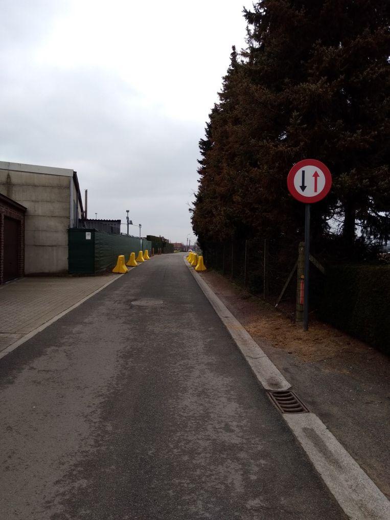 De wegversmalling in de Wildekouter in Landegem.