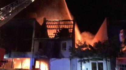 Twee brandweermannen komen om bij zware brand in Beringen, ook vier gewonden